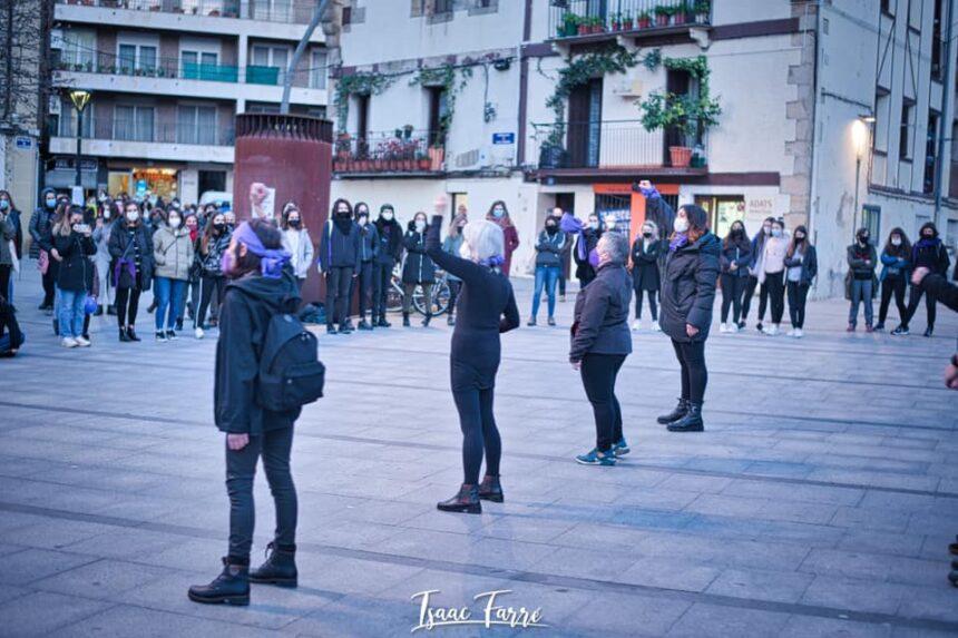 Martxoak 8, elkarretaratzea Okendo plazan